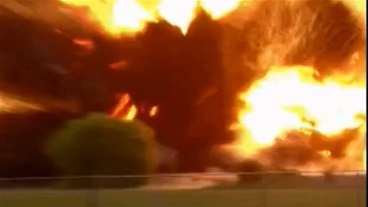L'explosion captée par un témoin à l'aide de son téléphone cellulaire.