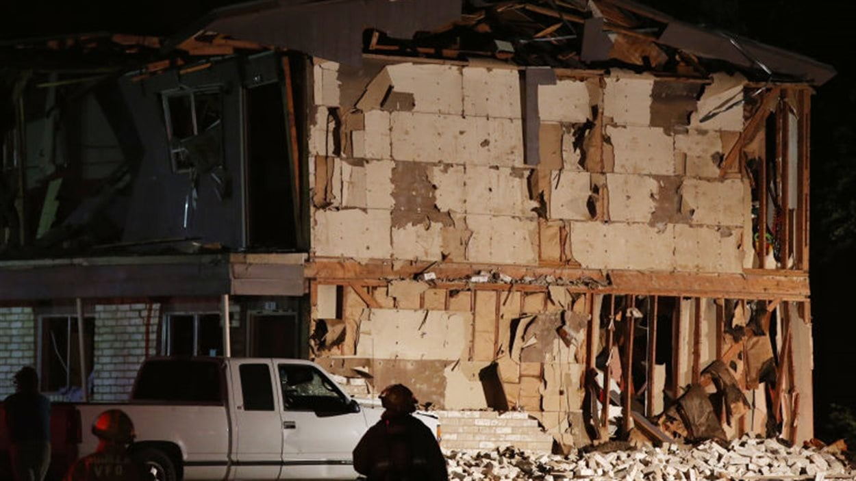 Le souffle des explosions a endommagé ou détruit plusieurs dizaines de maisons