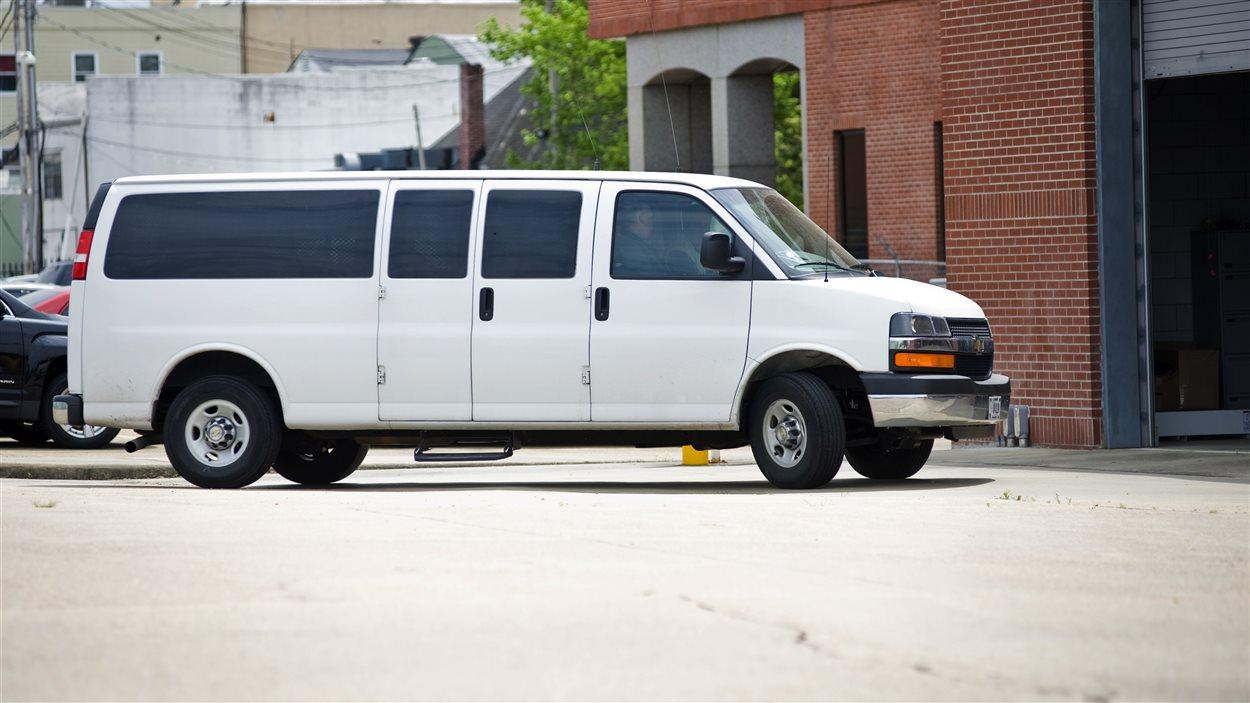 Le fourgon cellulaire ramenant Paul Kevin Curtis au centre de détention du comté de Lafayette à Oxford, au Mississippi.