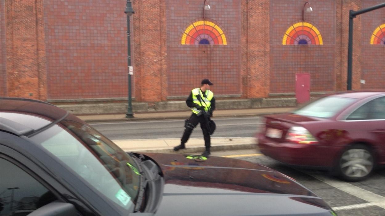 La police contrôle toutes les entrées.