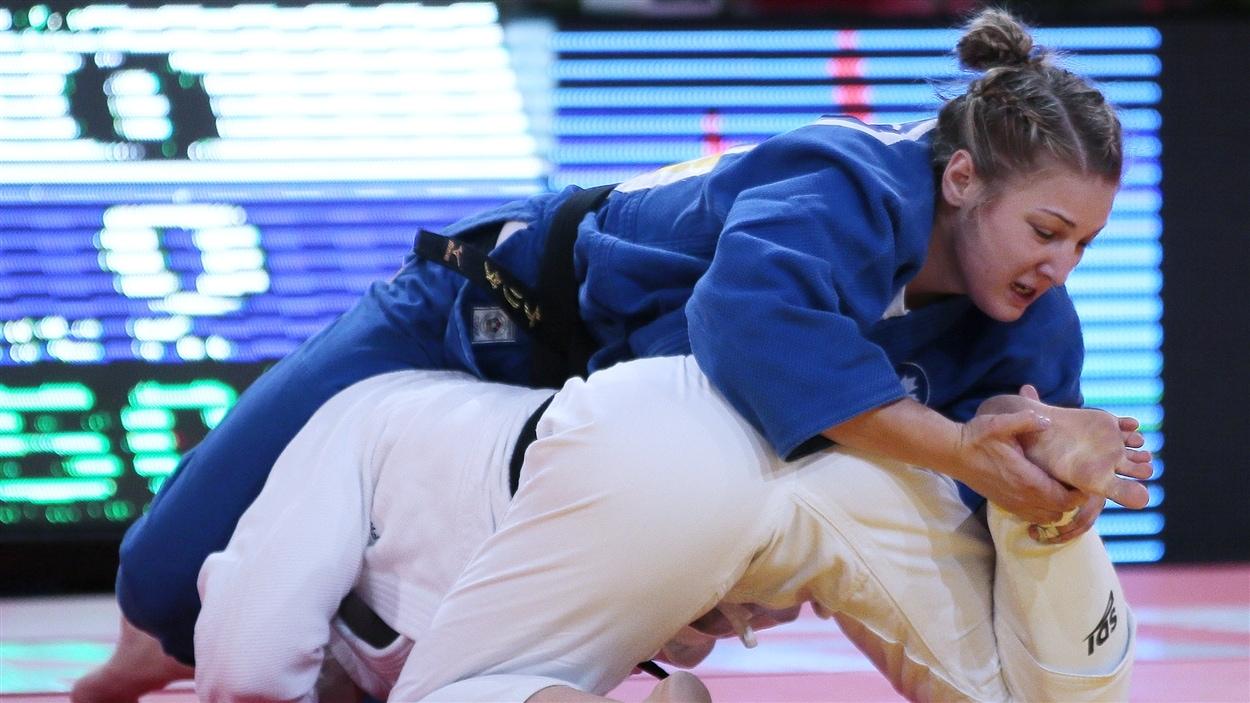 Kelita Zupancic (en bleu)