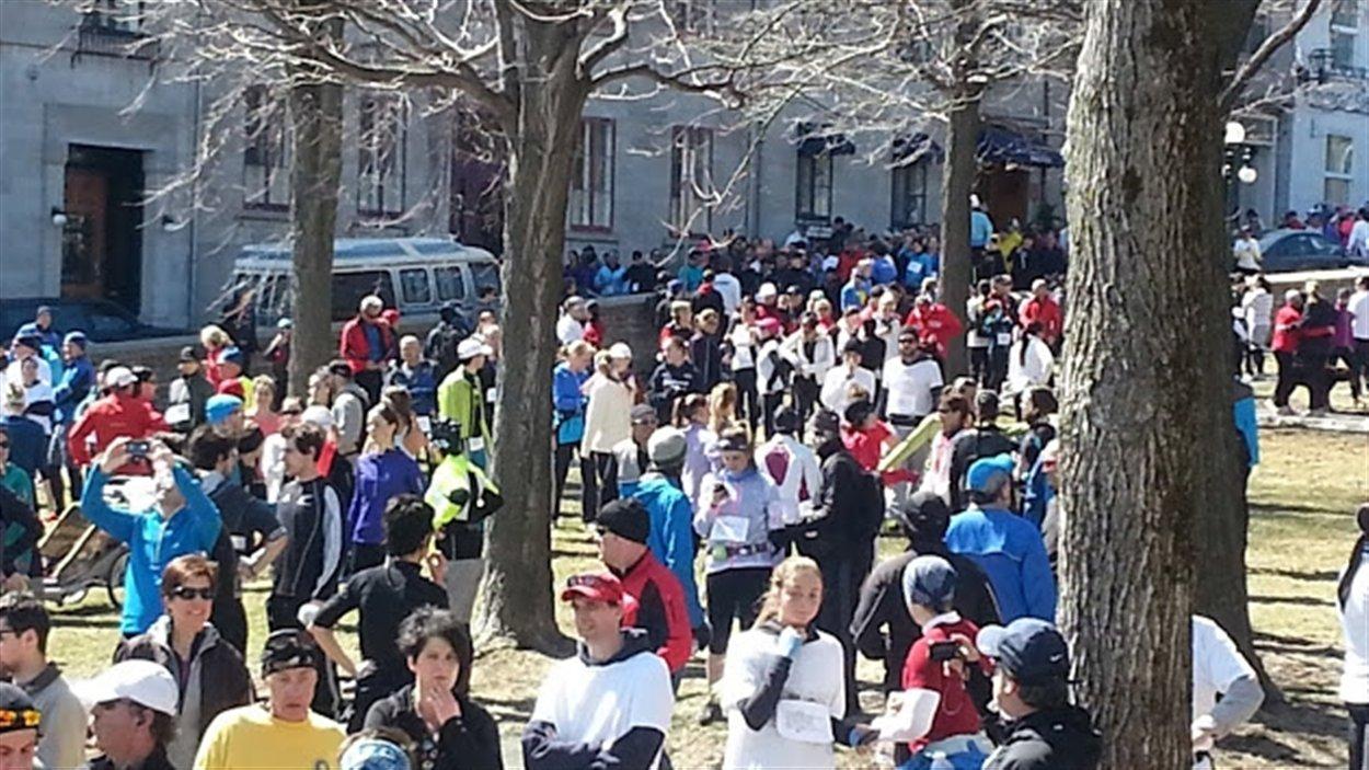 Les coureurs se sont réunis au Jardin des Gouverneurs après leur course sur les plaines d'Abraham.