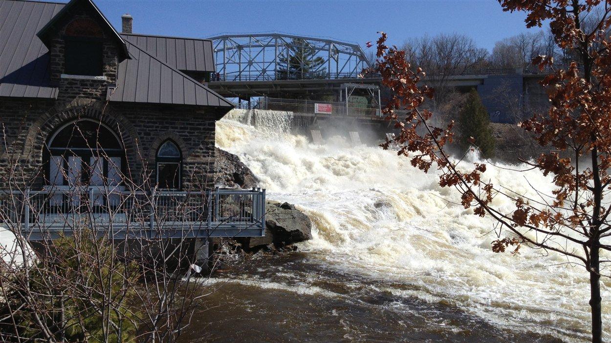 Le barrage à Bracebridge lundi