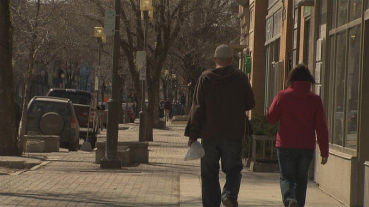 Des gens dans la rue à Saguenay