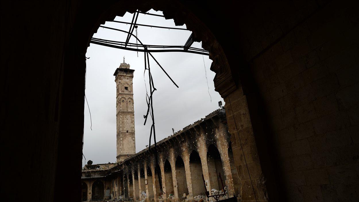 Photo prise le 16 avril 2013 de la mosquée sunnite érigée au 12e siècle dans la ville d'Alep