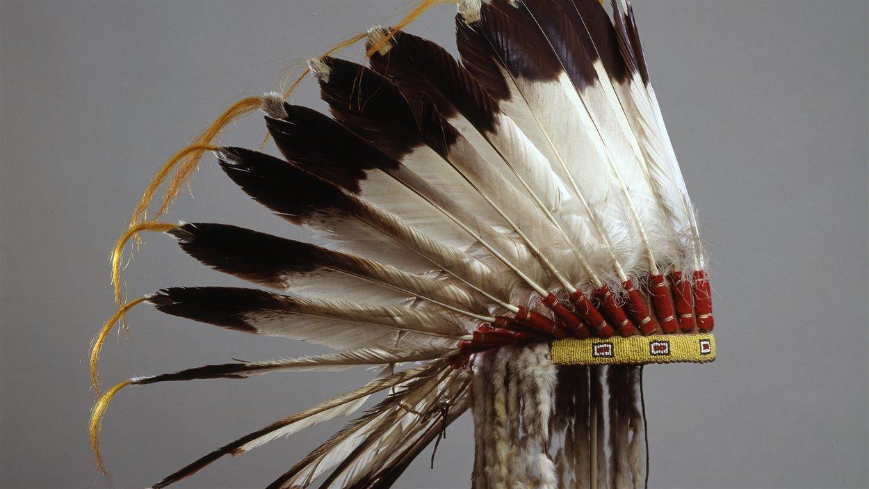 Coiffure à plumes d'aigle, 1875-1925, Iyarhe Nakoda