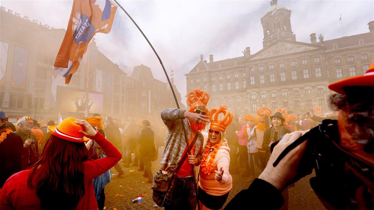 La fête a commencé à Amsterdam après la cérémonie officielle.