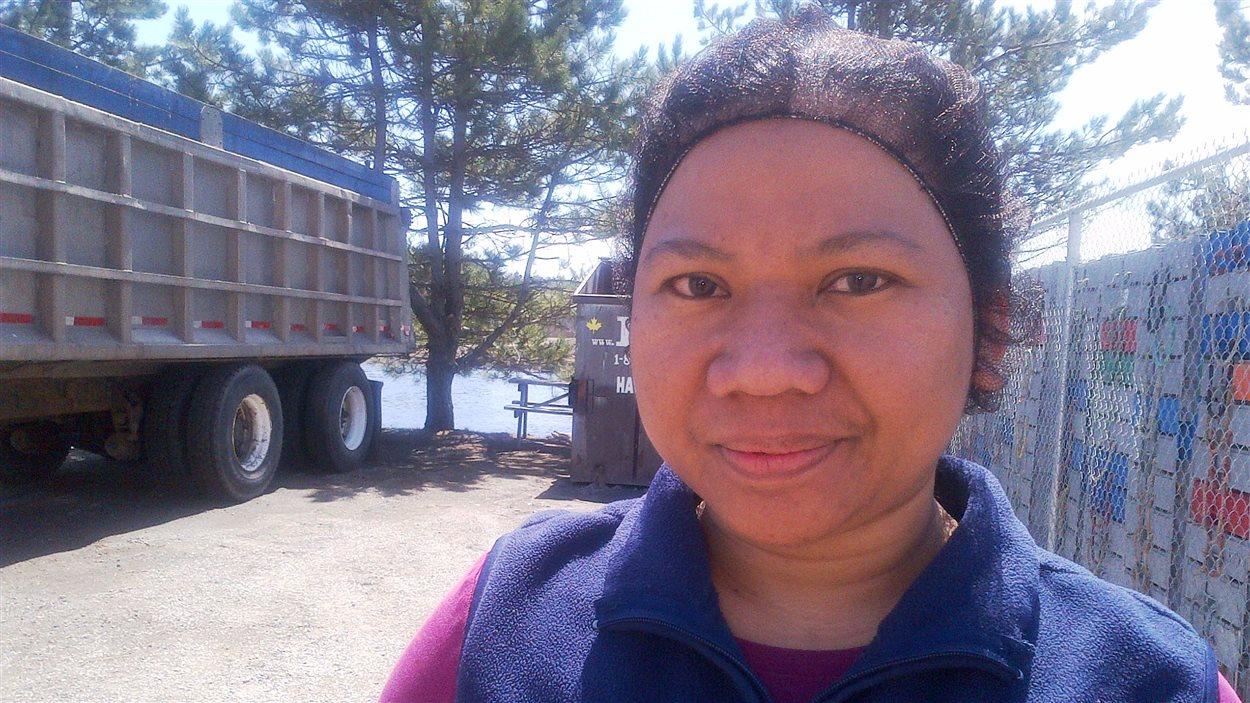 Teresa Tugo, une travailleuse des Philippines de l'usine de transformation Shediac Lobster Shop