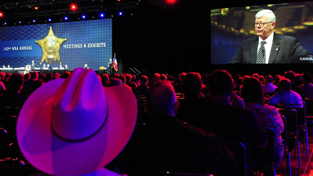 Le président sortant de la NRA, David Keene, donne un discours au congrès annuel de l'organisation, le 4 mai.