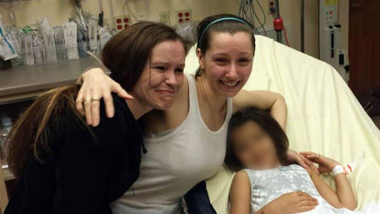 Amanda Berry a retrouvé sa soeur (à gauche) avec émotion à l'hôpital.