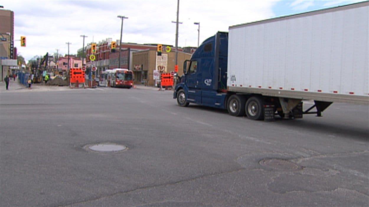 Un nouveau pont viendra réduire la circulation des camions lourds au centre-ville d'Ottawa.