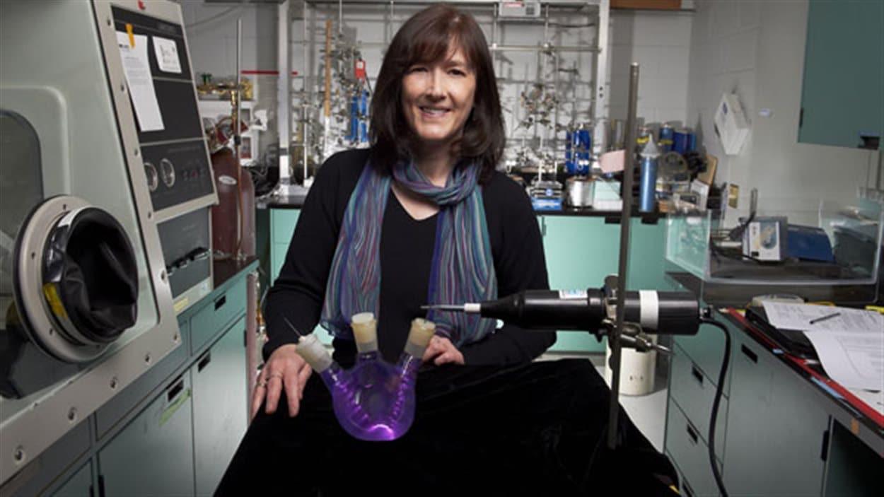 La Pre Barabara Sherwood-Lollar dans son laboratoire de l'Université de Toronto
