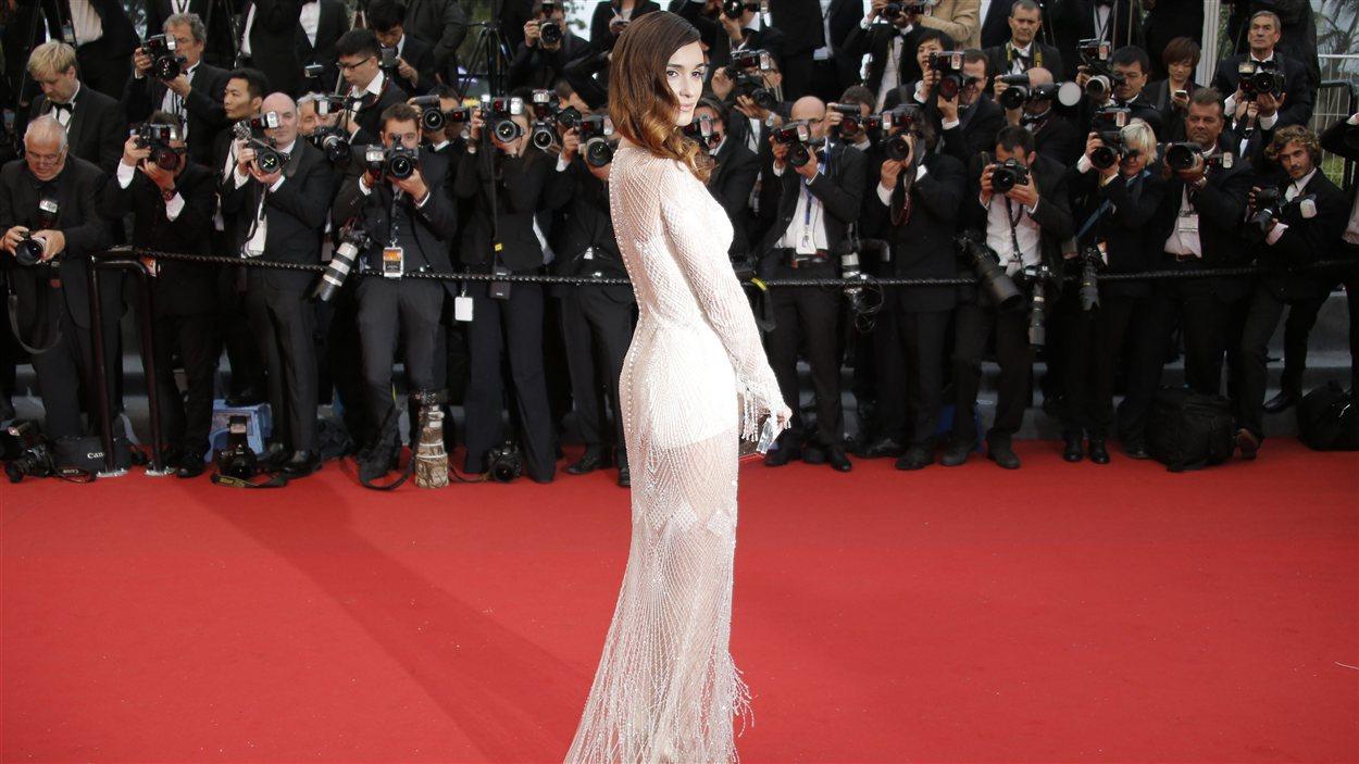 Paz Vega sur le tapis rouge de la première cannoise de Gatsby le magnifique