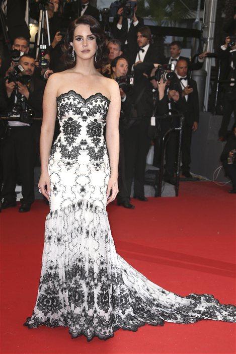 Lana Del Rey sur le tapis rouge de la première cannoise de Gatsby le magnifique