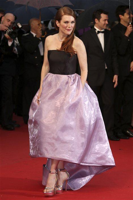 Julianne Moore sur le tapis rouge de la première cannoise de Gatsby le magnifique