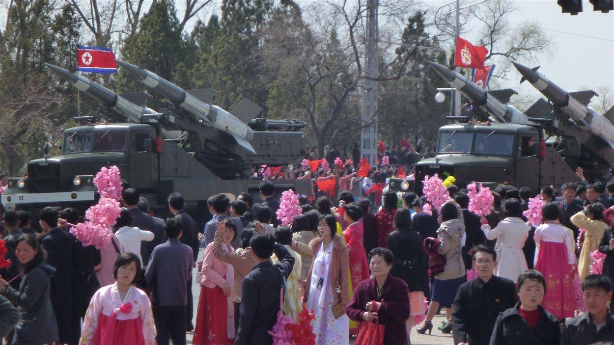 Le défilé pour la commémoration du 100e anniversaire de la naissance de Kim Il Sung