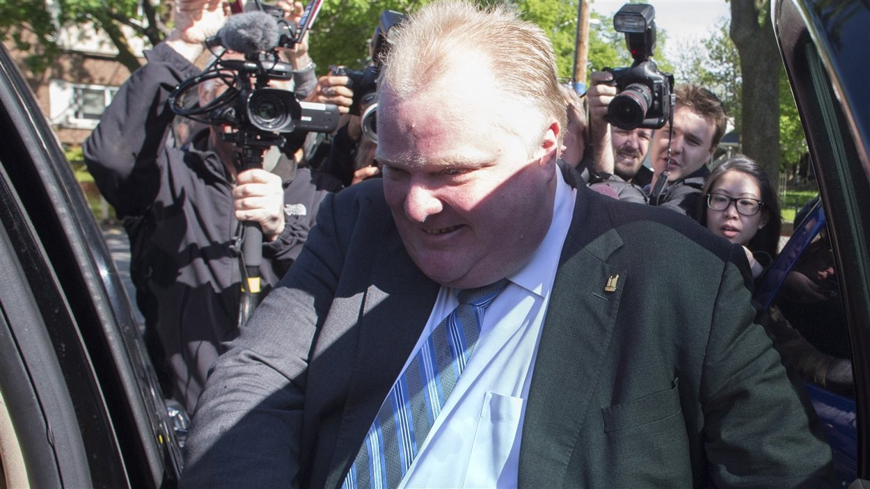 Le maire Rob Ford fuit les journalistes.
