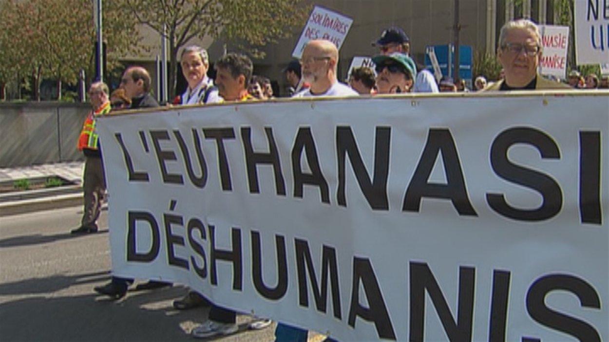 La manifestation a mobilisé des centaines de personnes.