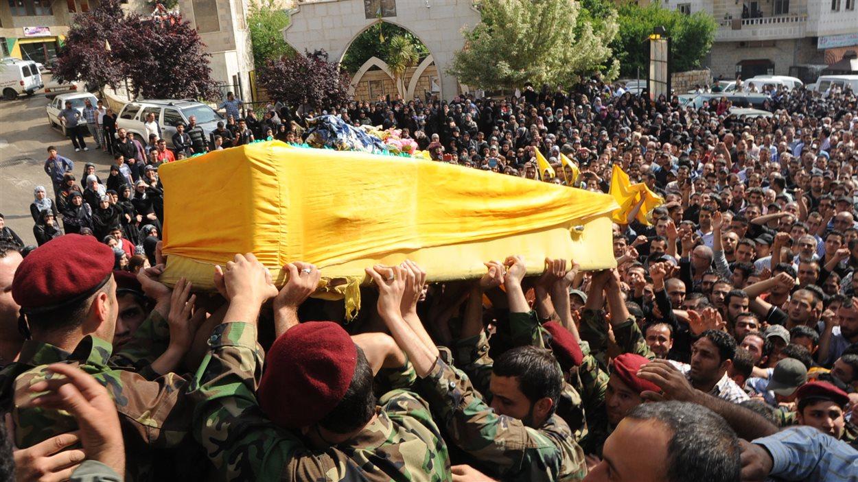 Funéraille au Liban d'un membre du Hezbollah mort en combattant les rebelles en Syrie.