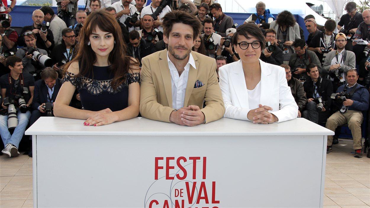 Sophie Desmarais, Jean-Sébastien Courchesne et Chloé Robichaud lors d'une séance photo pour le film Sarah préfère la course à Cannes