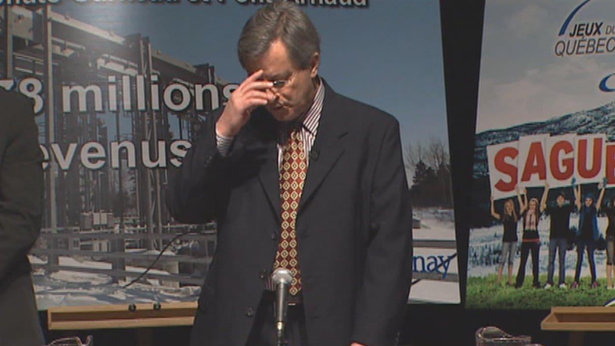 Le maire de Saguenay, Jean Tremblay, fait une prière