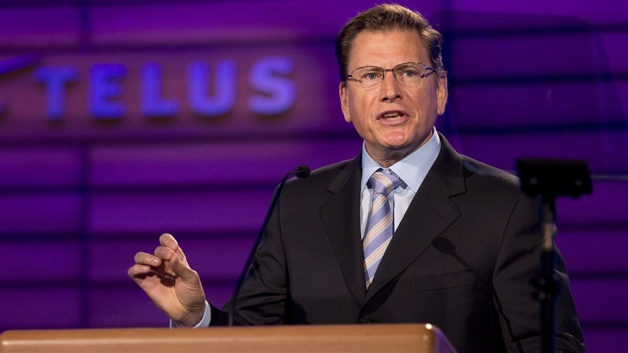 Le PDG de Telus, Darren Entwistle, lors de l'assemblée annuelle de l'entreprise à Montréal, le 9 mai 2013.
