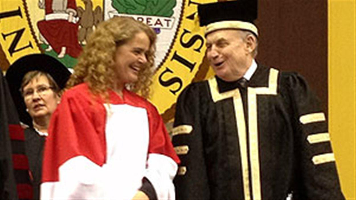 L'astronaute Julie Payette a reçu un doctorat honorifique de l'Université du Manitoba.