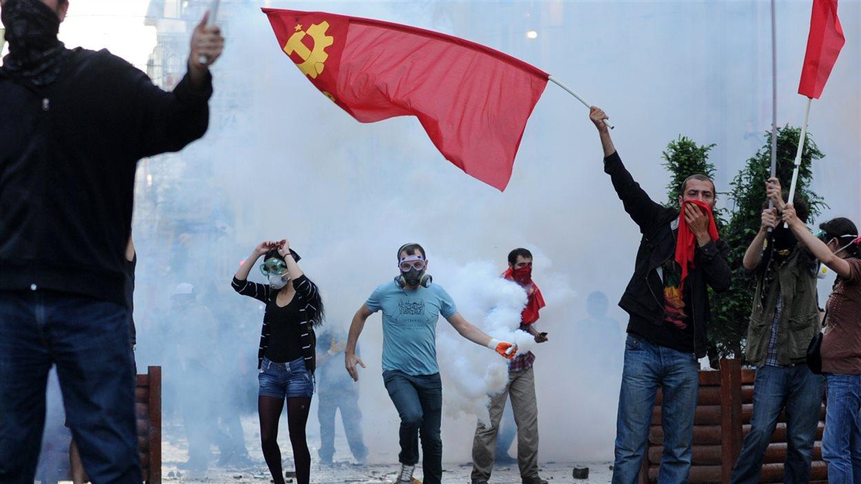 Des manifestants près de la place Taksim
