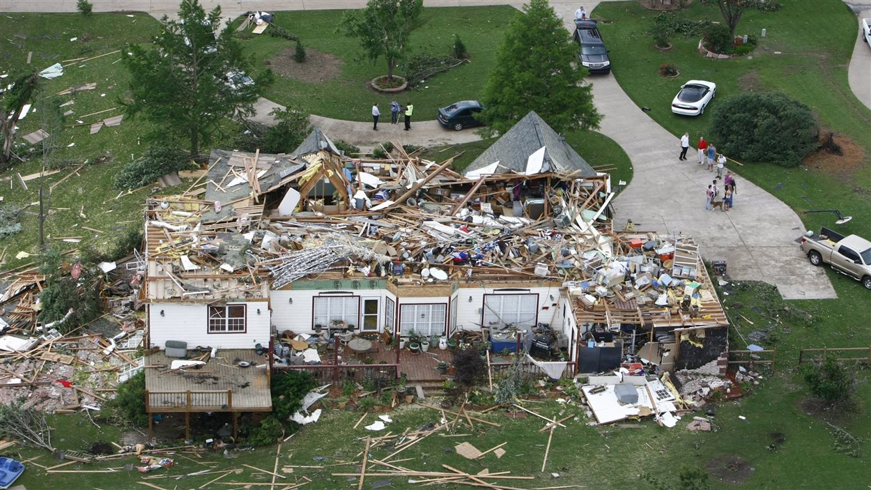 Une maison dévastée après le passage d'une tornade à Broken Arrow, en Oklahoma.