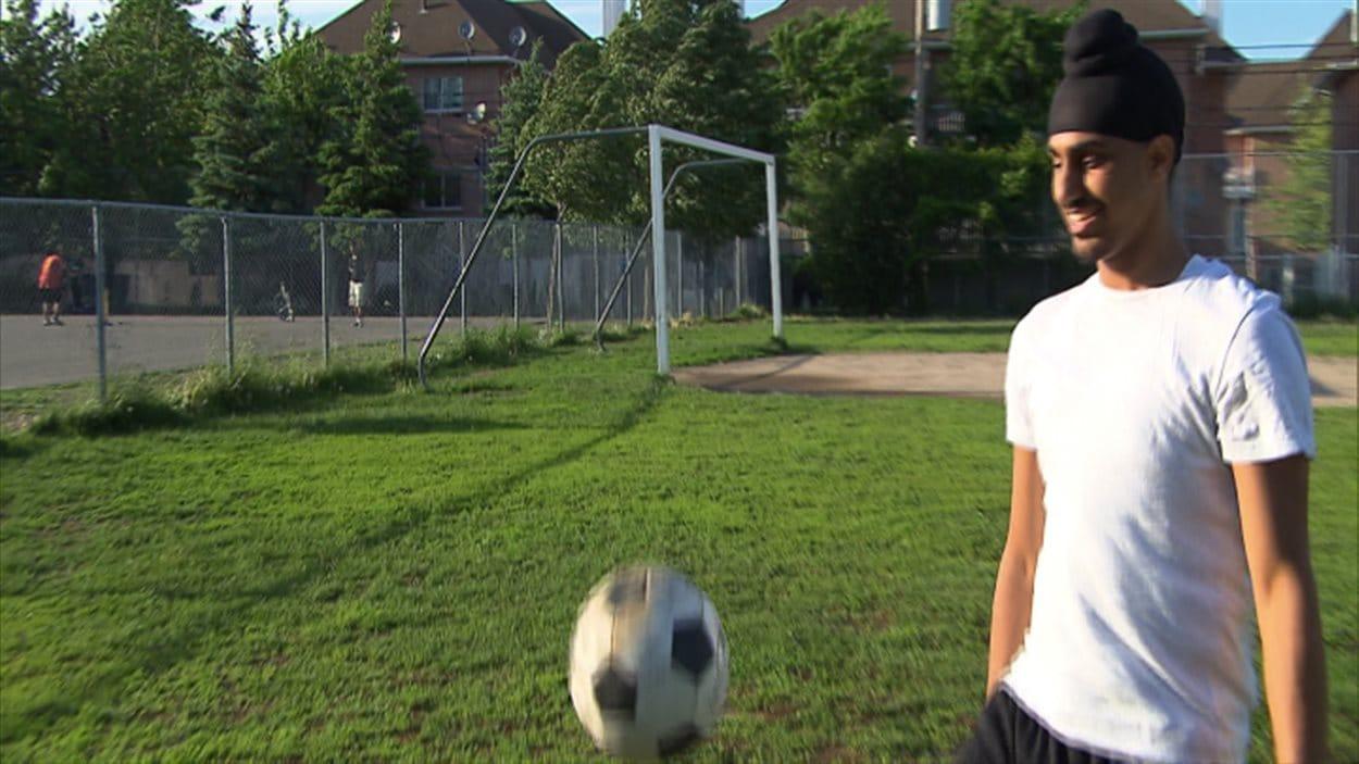 Aneel Samra a déjà été banni de son équipe la saison dernière. Cette année encore, il ne pourra pas jouer dans une ligue fédérée à cause de son turban.