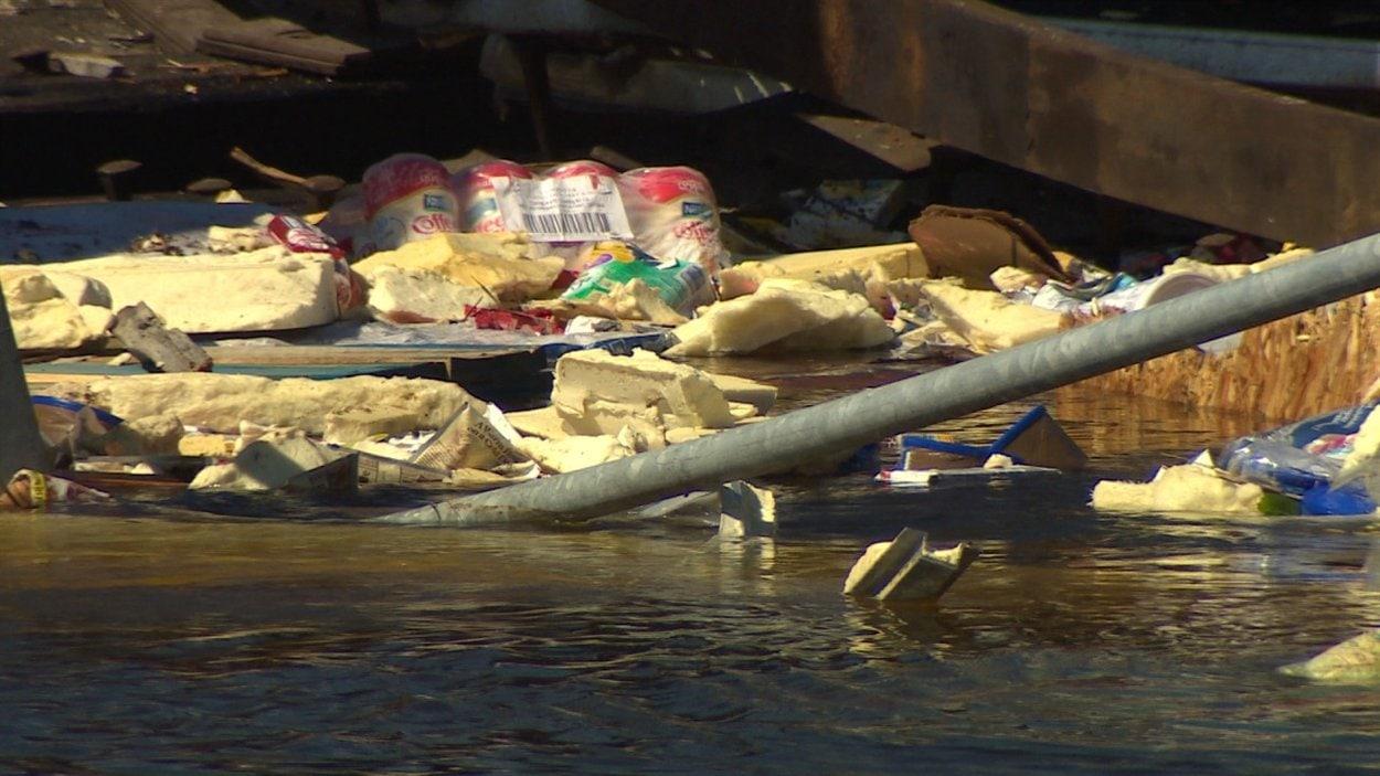 D'autres débris retrouvés dans la rivière Wanapitei.