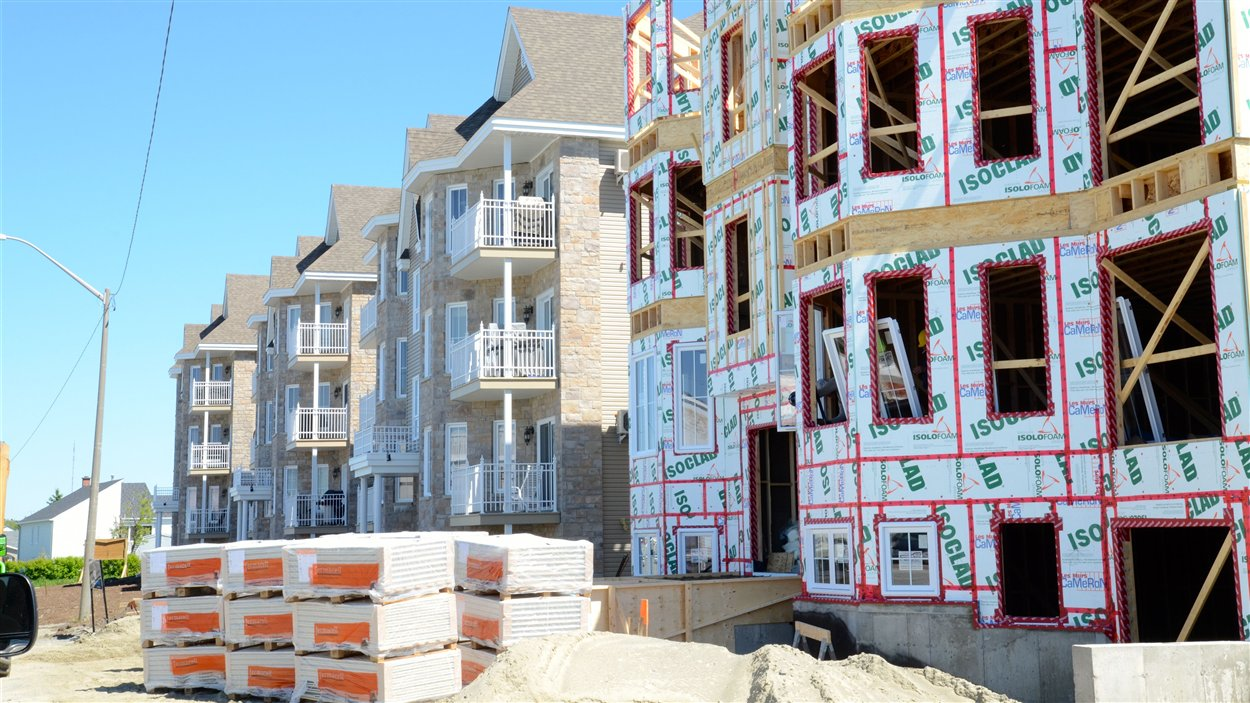 Construction de condos sur l'avenue Québec