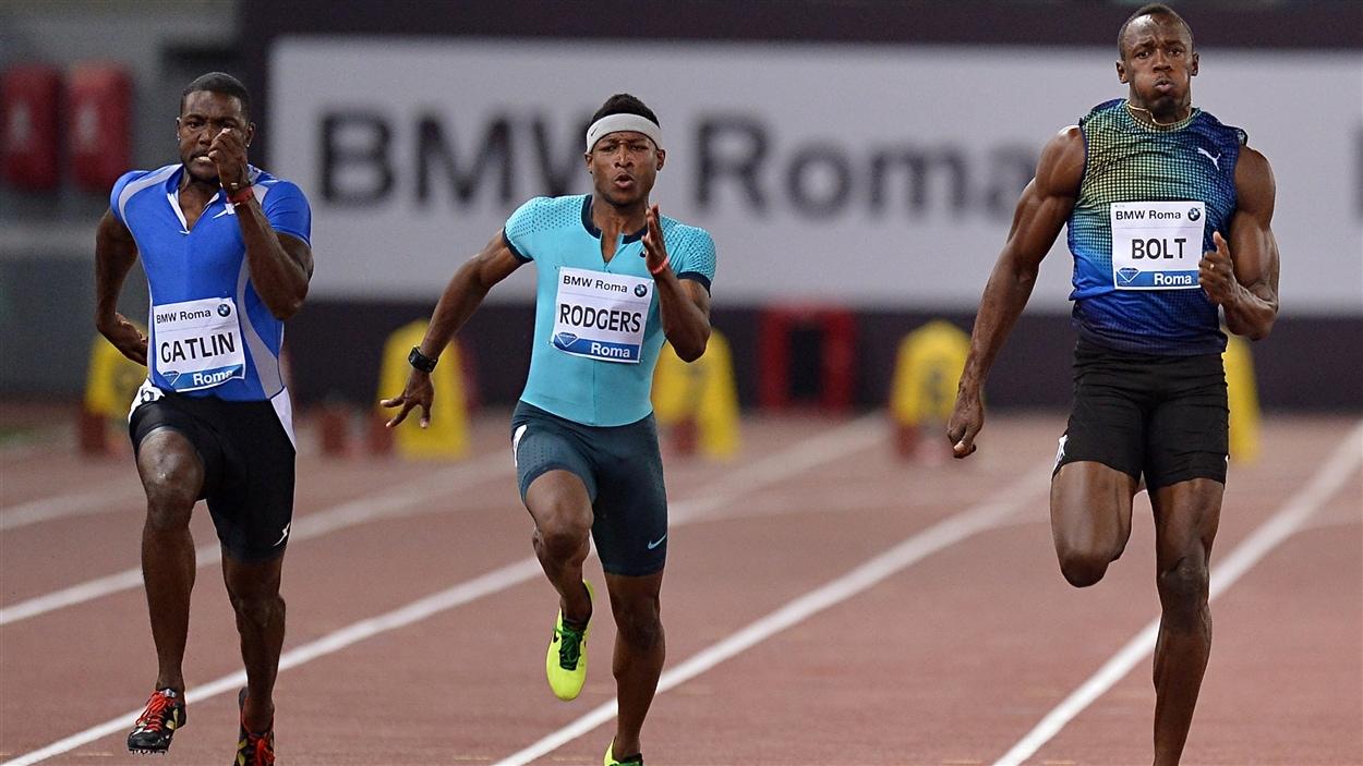 Justin Gatlin (à gauche) et Usain Bolt (à droite)
