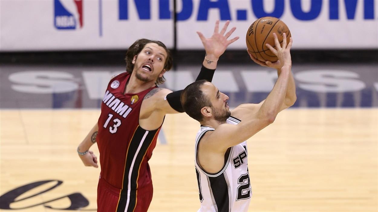 Mike Miller du Heat de Miami et Manu Ginobili des Spurs de San Antonio