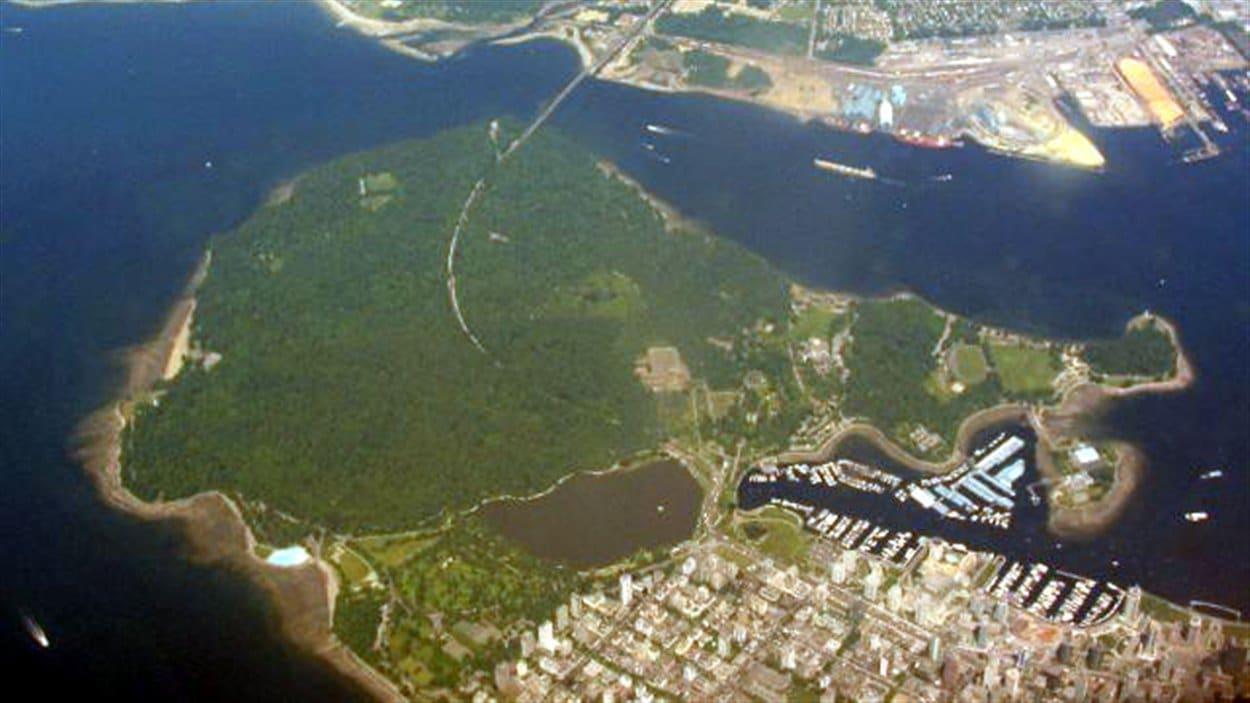 Le mondialement célèbre parc Stanley aux portes du centre-ville de Vancouver sur la côte ouest canadienne.