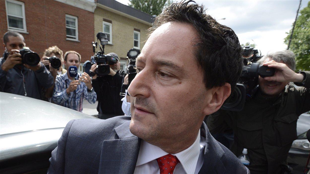 Le maire de Montréal, Michael Applebaum, à la sortie du QG de la Sûreté du Québec