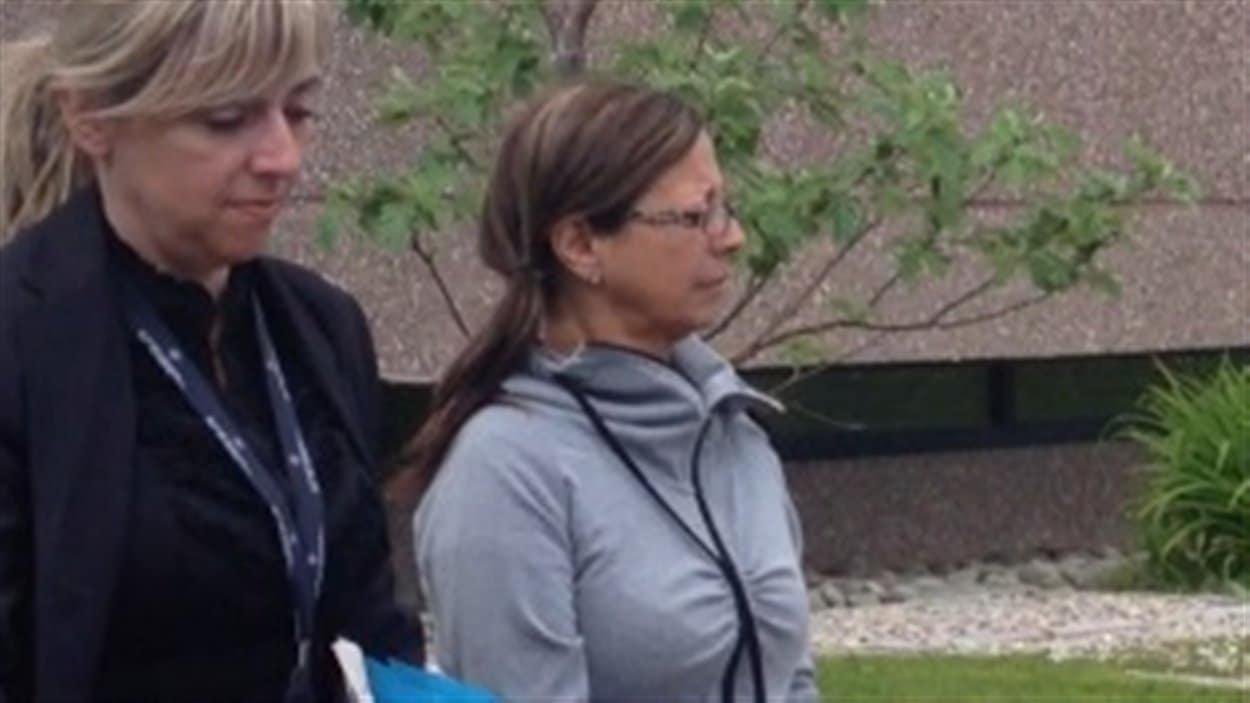 Une femme de 52 ans, Johanne Johnson a comparu ce matin au palais de justice de Percé. Elle a été accusé du meurtre au premier degré de son ex-conjoint James Dubé.
