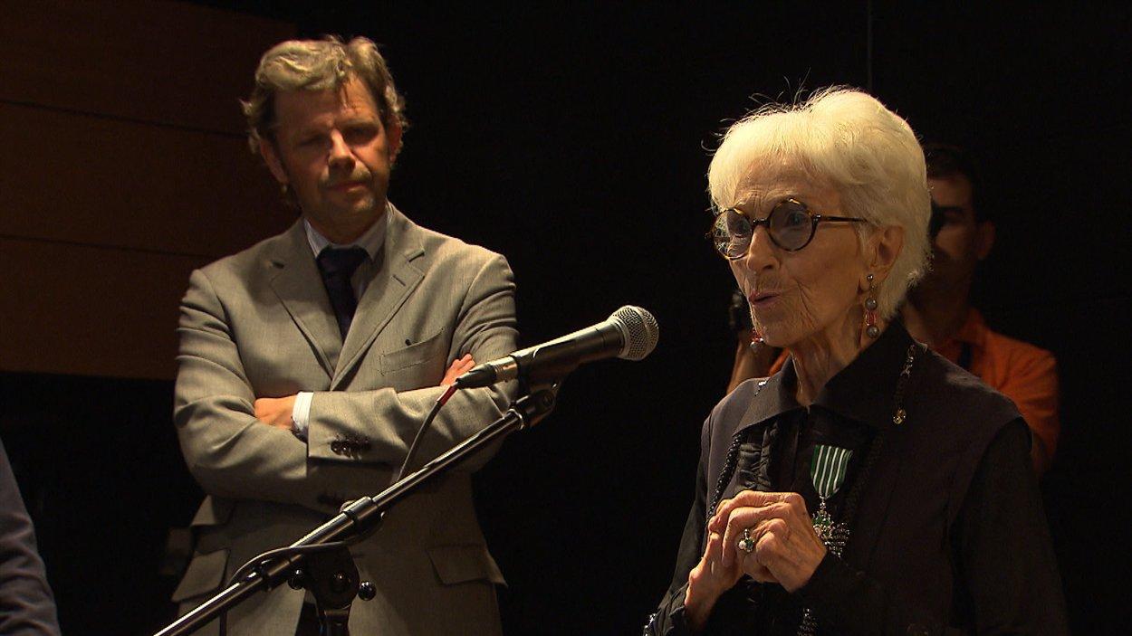 Janine Sutto, Chevalière de l'ordre des Arts et des Lettres
