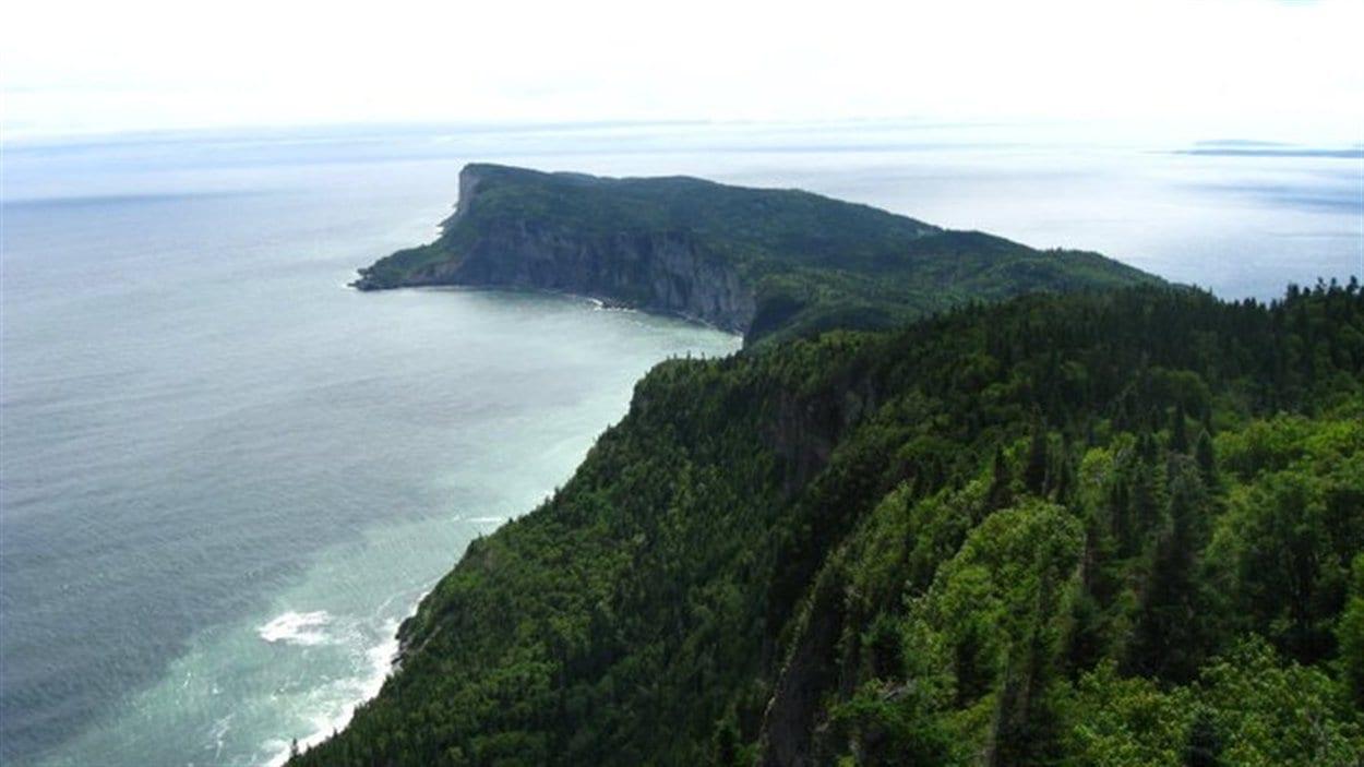 Le parc national Forillon, situé à la fine pointe de la Gaspésie, s'étend sur 244 km carrés. Le parc créé en 1970 offre des panoramas exceptionnels qui allient mer et montagnes.