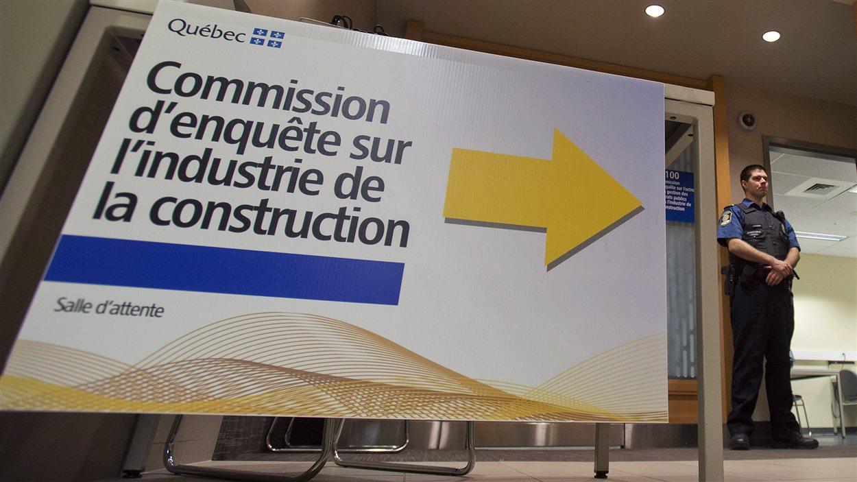 Affiche dans la salle d'attente de la commission Charbonneau