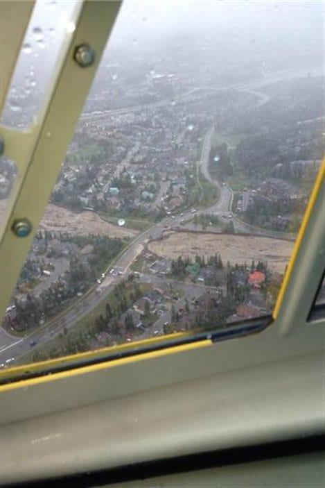 Vue aérienne des inondations à Canmore, en Alberta, le 20 juin 2013.