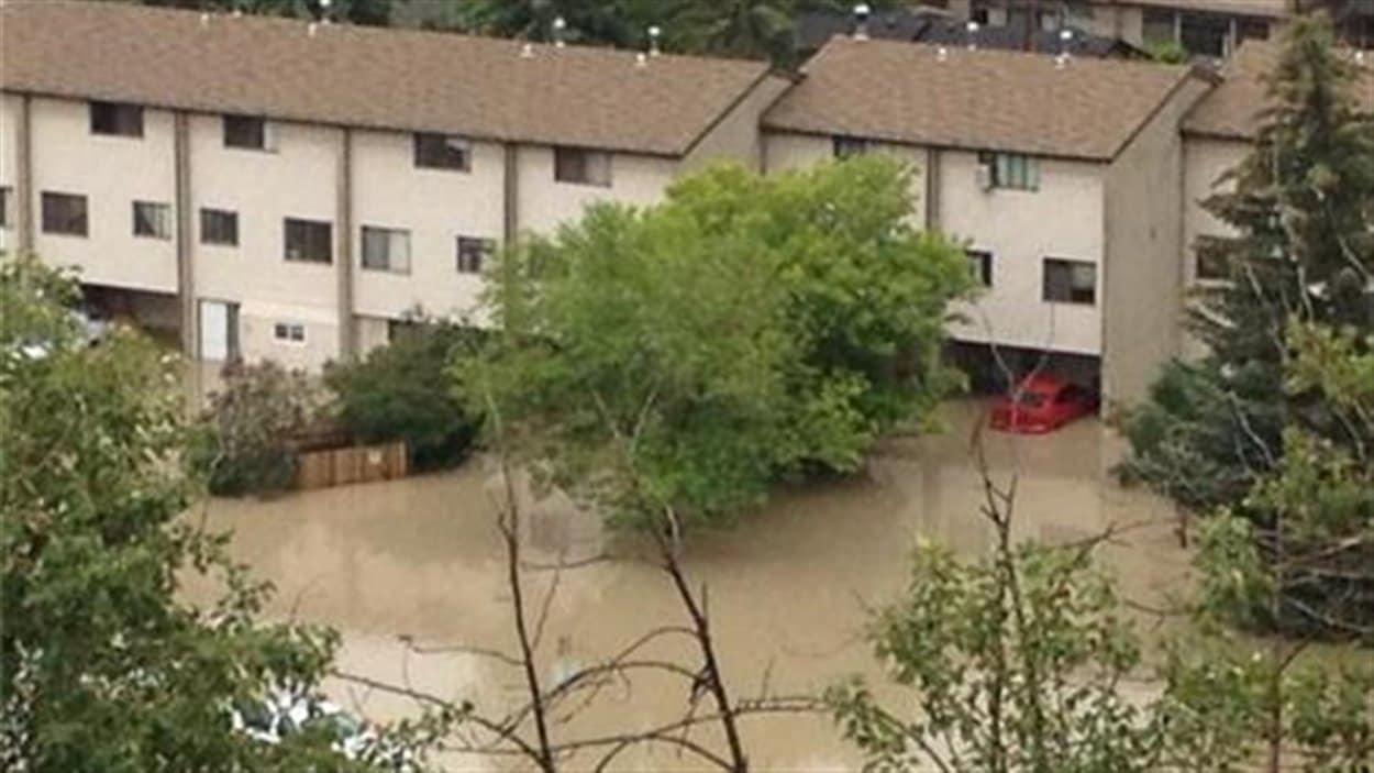 Un des quartiers inondés à Calgary, vu vendredi matin.