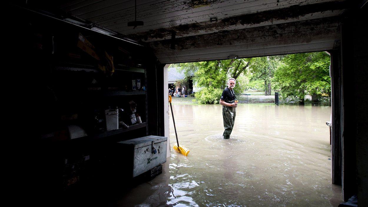 Le garage du Calgarien Robert Watts est complètement inondé.