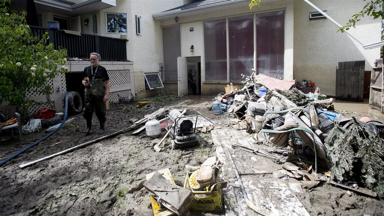 La cour de Robert Watts a été détruite par les inondations de juin 2013 en Alberta.