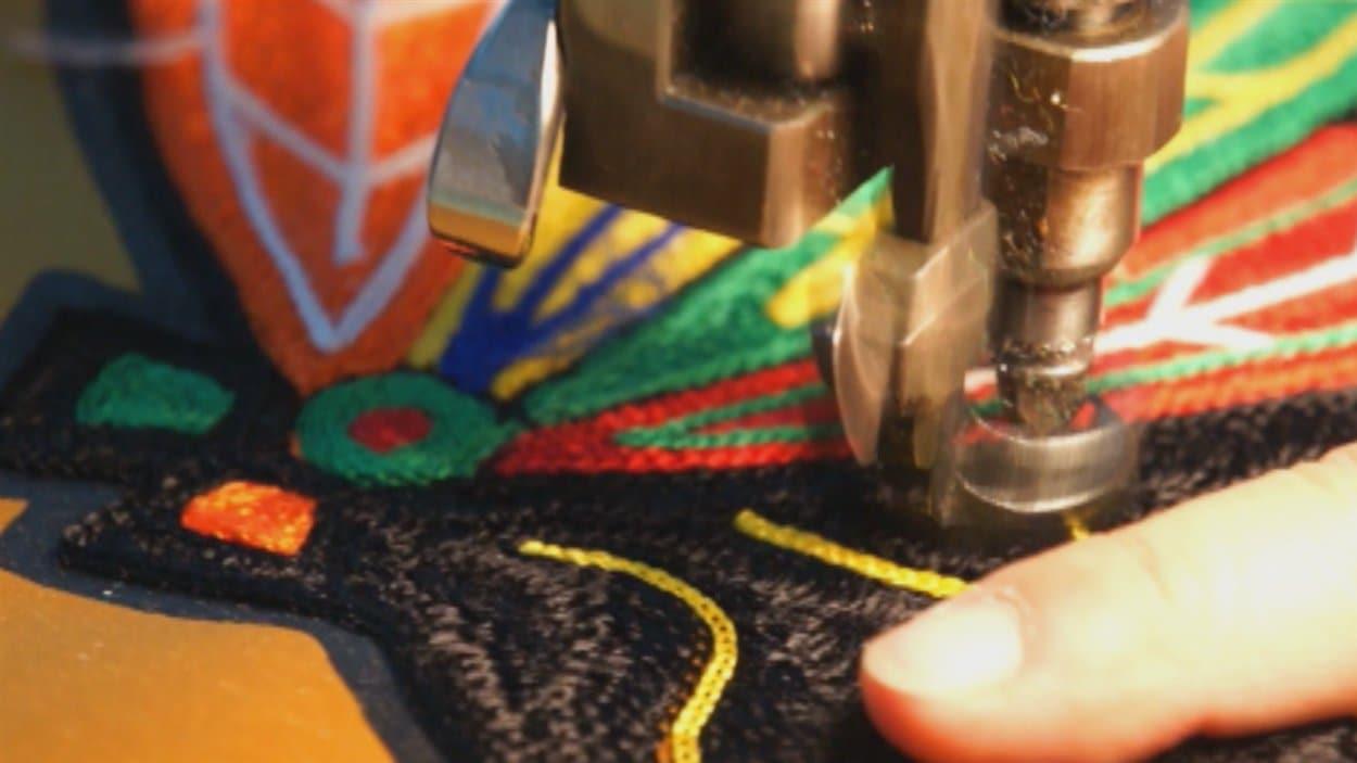 Le logo des Blackhawks est fait à Limoilou