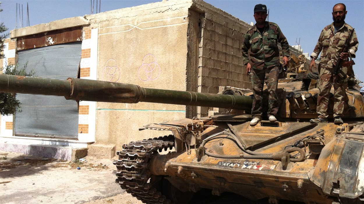 Des soldats de l'armée syrienne, ans la ville de Homs, au début du mois de juin.