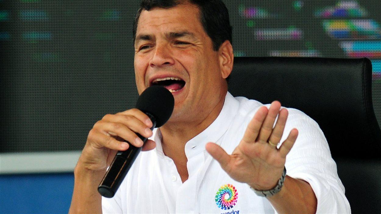 Le président de l'Équateur, Rafael Correa, en conférence de presse à El Aromo, le 29 juin 2013