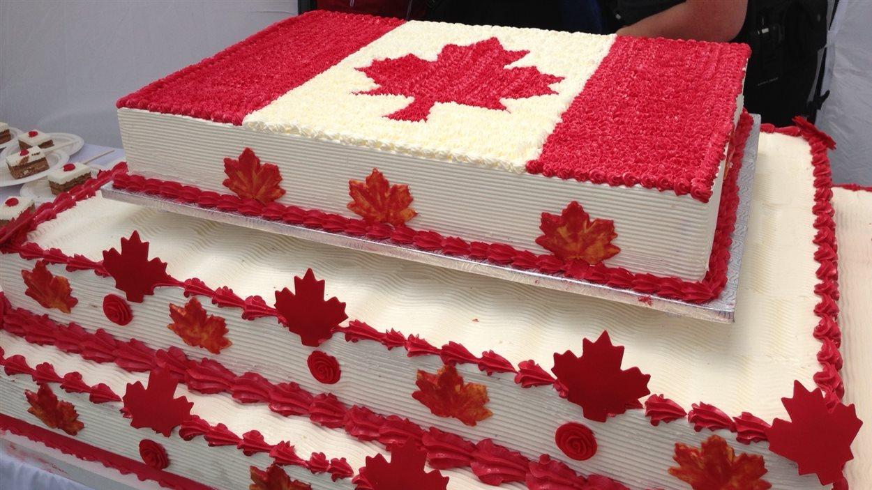 Le gâteau de la fête du Canada à Montréal, préparé par un traiteur montréalais pour 2000 personnes
