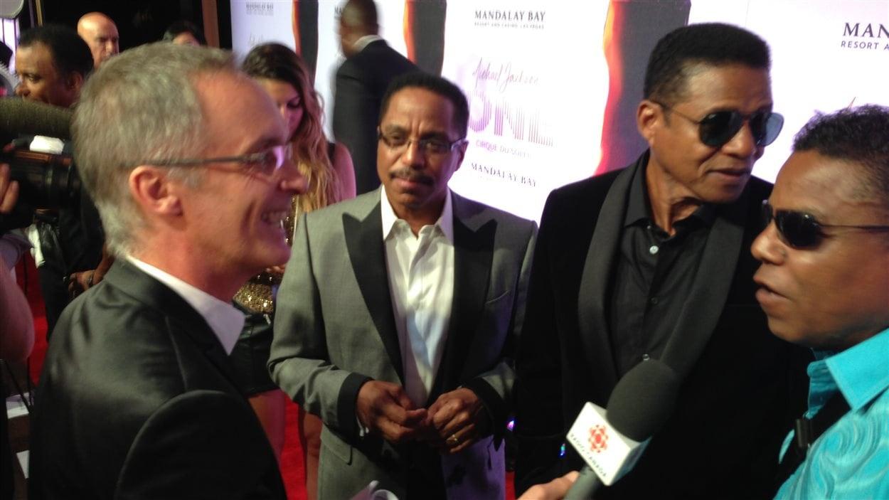 Les frères Jackson, Marlon, Jackie et Tito, ont accepté de parler aux médias, à condition que le sujet de la fille de Michael Jackson