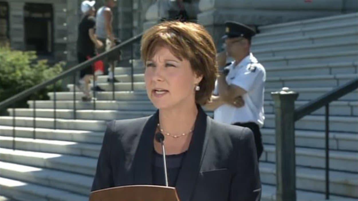 La première ministre Christy Clark commente l'arrestation de deux résidents de Surrey dans un complot terroriste qui visait l'Assemblée législative de Victoria.